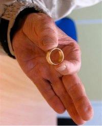 l arnaque de la bague en or